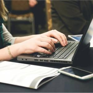 Ciclo de formación sobre escritura de informes para egresadxs FHAyCS